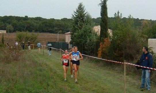 trio de tête féminin à mi-course cross de sorgues 2002
